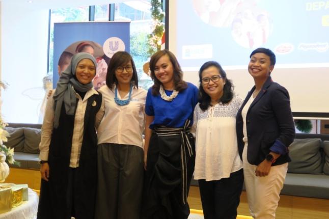 Teh Ninit dari TUM, Mba Lani dari Blibli.com, Mba Adisty dari Unilever, ibu Retno, dan mba Fita